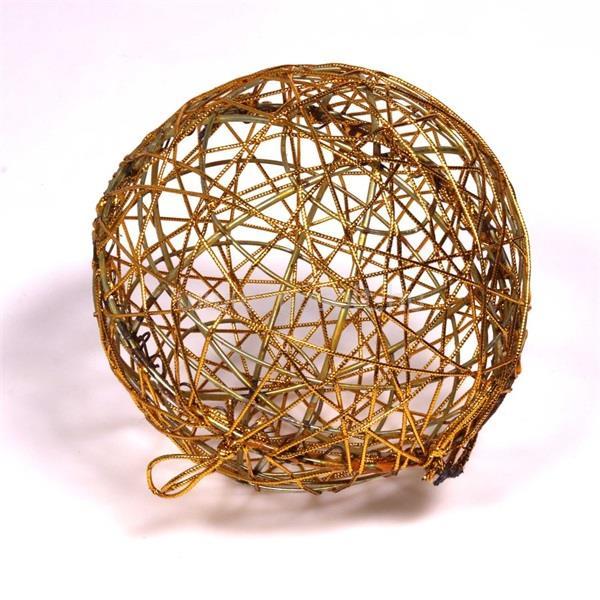 IRIS Gömb alakú 15cm/arany színű festett fém dekoráció