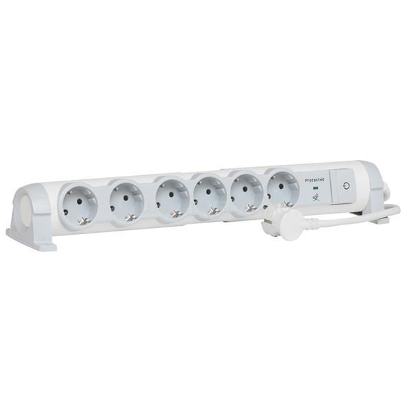 LEGRAND elosztó - 6 aljzat, túlfeszültség-védelemmell, 1,5m vezetékkel, forgatható, kapcsoló, falra szerelhető